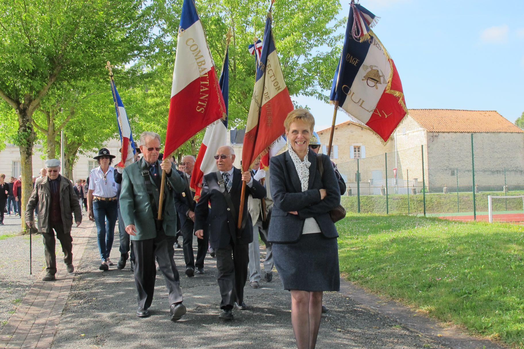 procession drapeaux